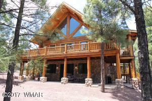 Amazing Property, 4 Bedrooms plus a Master Loft, Log Cabin in the Heart of the White Mountains.