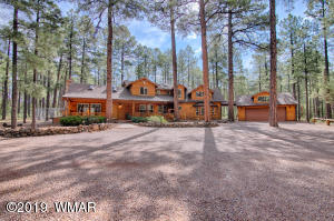 Large Cabin home with over 3100 sq ft on just under 1 acre in the heart of Pinetop-Lakeside.