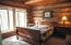 1 of the 5 bedrooms in the Red Setter River Serenity Cabin