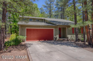 Awesome 3 Bedroom, 2 Bathroom Home in the Pinetop Lakes Association Mountain Homes.