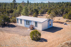 3356 Basin Road, Overgaard, AZ 85933
