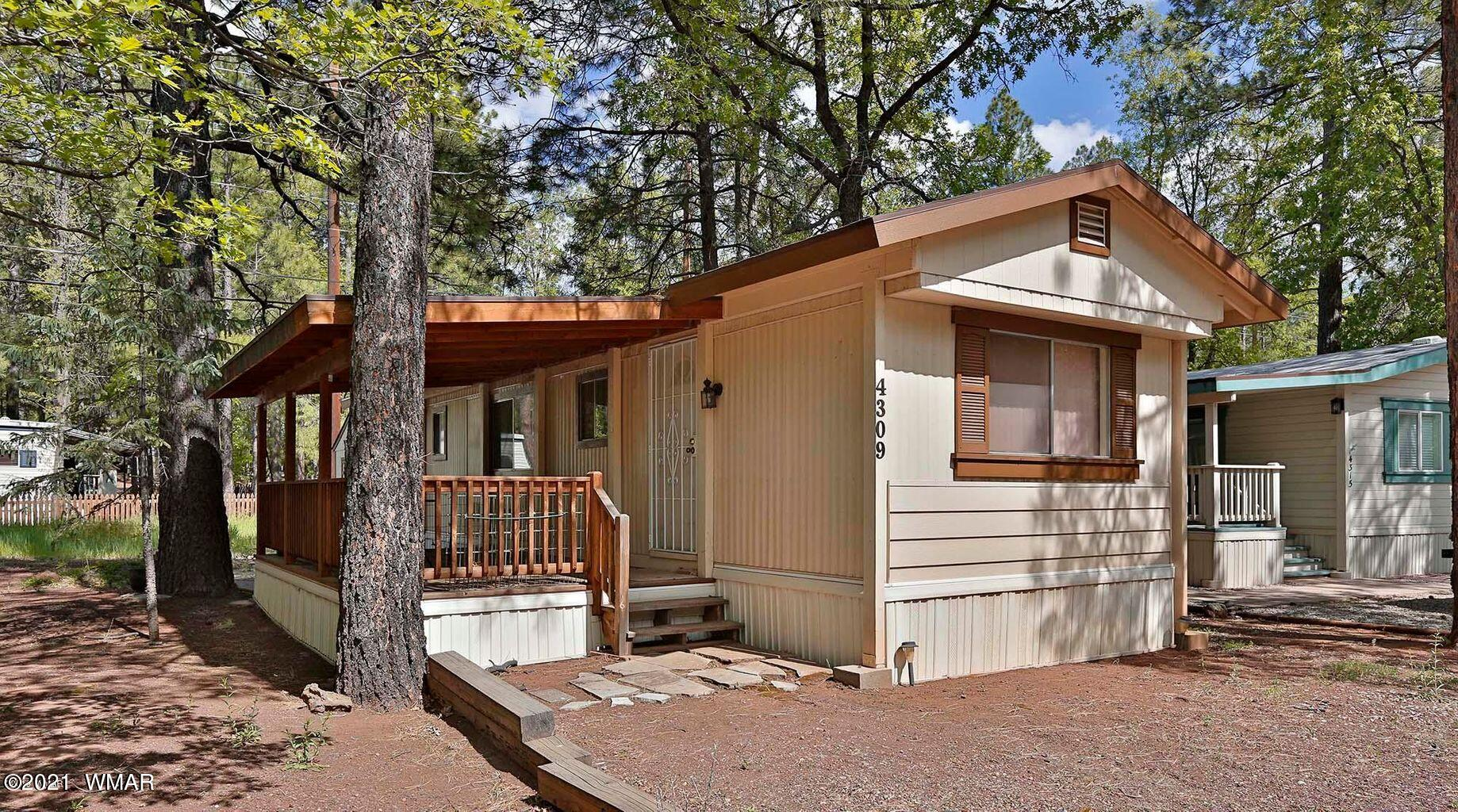 Quaint, Cozy and Comfortable! This well kept home is everything you need to plant some roots in the White Mountains. With tall pines, a patio area and a covered deck, youll be enjoying the cool mountain air in no time. The HOA dues of only $335/year allows a home owner access to the rec center.