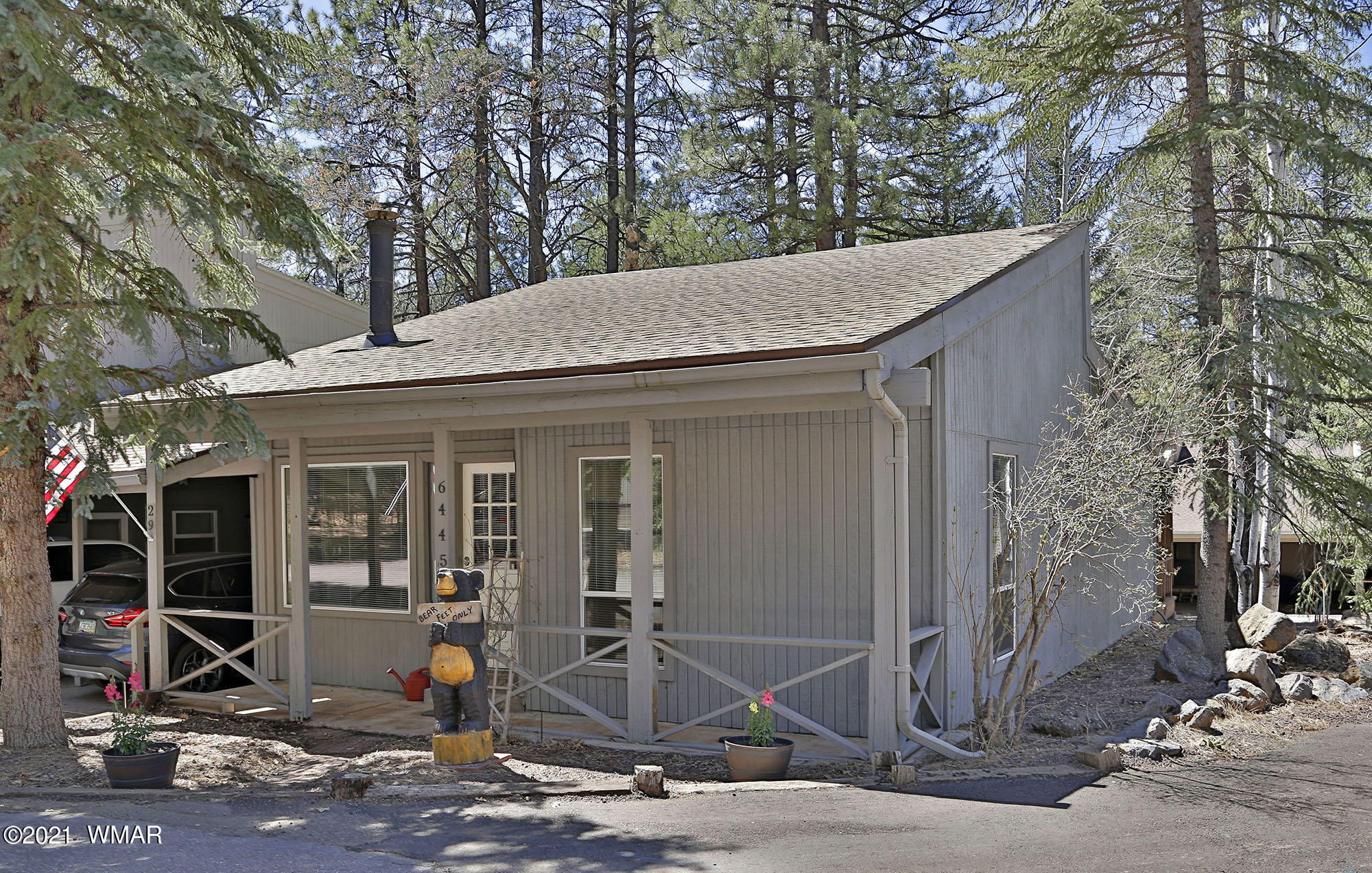 Great location across the street from the Pinetop Country Club clubhouse.  Completely remodeled to include granite countertops, shaker style soft-close cabinetry, new flooring throughout, new plumbing and electrical fixtures, beautiful tile work in baths and an adorable kids loft.  The redwood deck is partially covered and provides the perfect outdoor living area.  A small terraced garden has an irrigation system in place.  A Steffes ETS heater and pellet stove will take the chill off those cool mornings.  Close to great hiking trails and all the outdoor activities the White Mountains are known for.  Rentals can only be for 1 to 3 months.