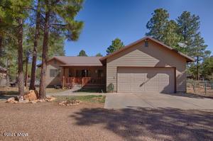 2092 Roundup Road, Overgaard, AZ 85933