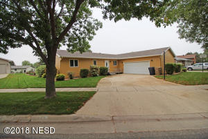 415 HERZOG DRIVE NW, Watertown, SD 57201