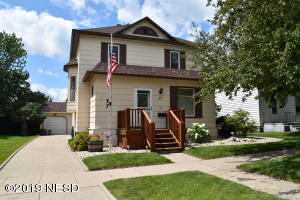 317 2ND STREET SE, Watertown, SD 57201