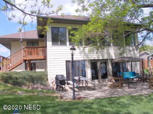 1526 PARKVIEW DRIVE, Watertown, SD 57201