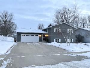 1202 11TH AVENUE NE, Watertown, SD 57201