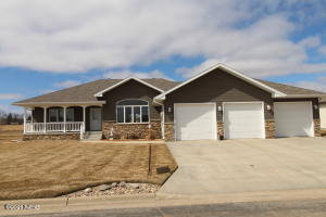 2107 PALISADES LANE, Watertown, SD 57201
