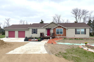 205 PRAIRIE QUAY DRIVE LANE, Lake Norden, SD 57248
