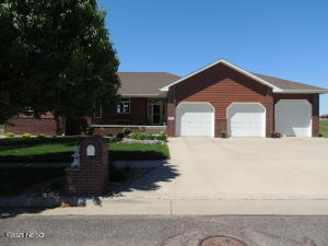 618 CRYSTAL COURT NW, Watertown, SD 57201