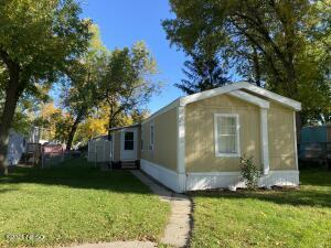 913 11TH AVENUE NW, Watertown, SD 57201