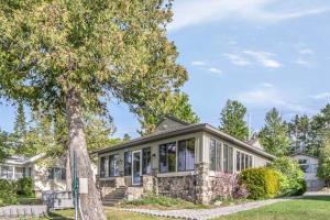 MLS 323547 - 512  Lakeside Drive, Mackinaw City, MI