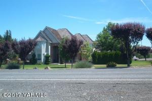 81 Mapleway Rd, Selah, WA 98942
