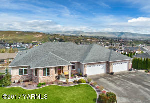 1309 Heritage Hills Pl, Selah, WA 98942