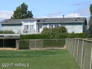521 N Cottonwood Rd, Yakima, WA 98908