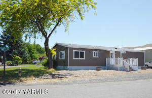 102 Mobile Home Ave, Union Gap, WA 98903