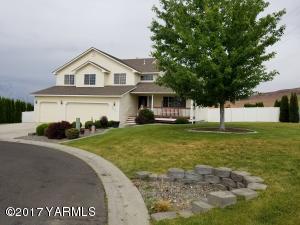 820 Overbluff Ln, Yakima, WA 98901