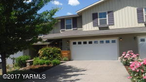 Zillah Lakes 3 BR, 2.5 BA Townhouse. Community Pool, Golf Course & Nature Trial