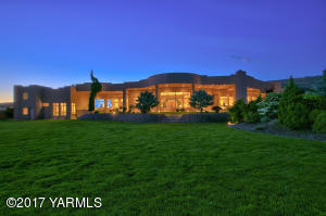 314 Mountain Shadows Pl, Yakima, WA 98908