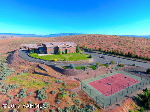 10831 Summitview Rd, Yakima, WA 98908