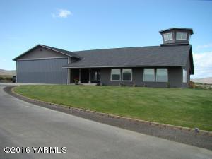 811 Runway Ln, Yakima, WA 98908