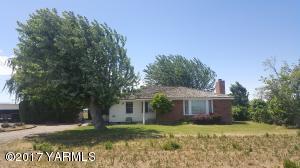 6530 Ashue Rd, Wapato, WA 98951