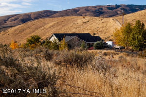 890 Elk Ridge Ln, Naches, WA 98937