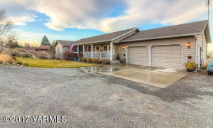 341 Lookout Point Dr, Selah, WA 98942