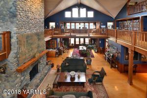 5 Soaring Ceilings & Natural Light