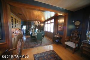 9 Formal Dining Room
