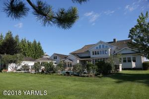 21 Backyard Retreat