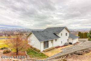 40 Young Grade Rd, Yakima, WA 98908