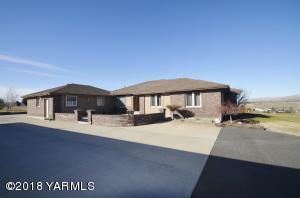 9000 Mieras Rd, Yakima, WA 98901