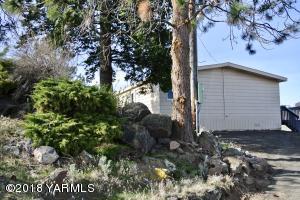 1720 Naches Heights Rd, Yakima, WA 98908