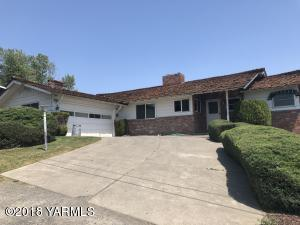 703 Lockhart Dr, Yakima, WA 98901