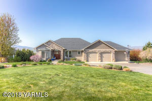 826 Lookout Point Rd, Selah, WA 98942