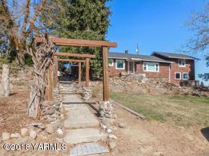1860 Weikel Rd, Yakima, WA 98908