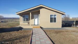 1851 W HUNTZINGER Rd, Selah, WA 98942