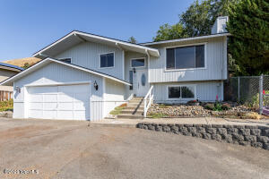 161 Cedar Hill Dr, Yakima, WA 98908
